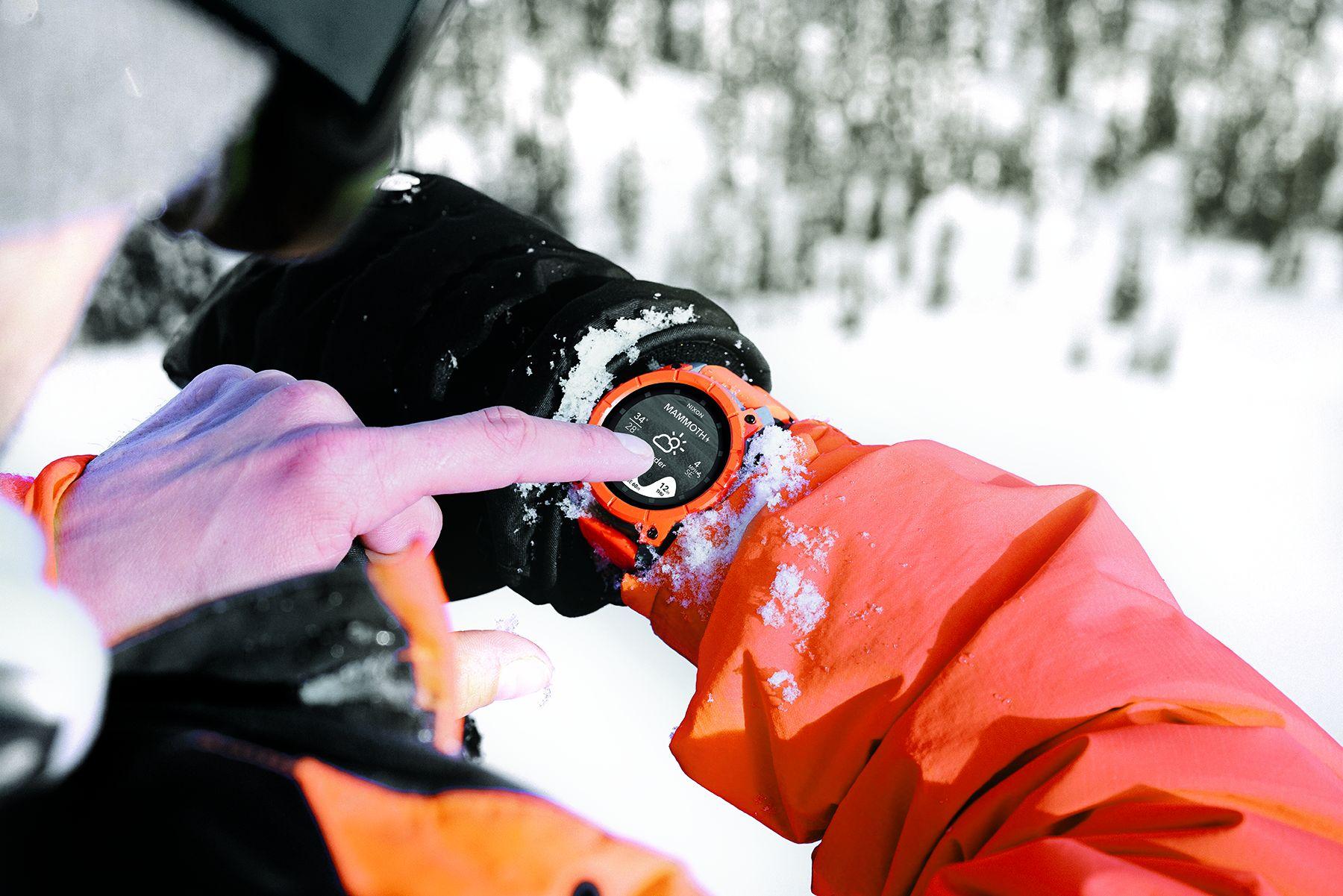 Smartwatch beim Sport (Skifahren)